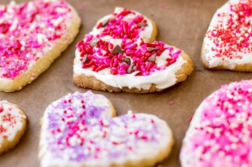 valentines-day-frosted-sugar-cookies-culinary-hill-660x440